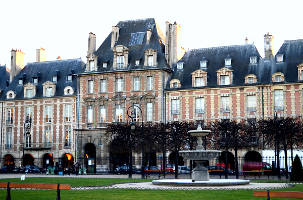 A look at how to visit Paris like a local