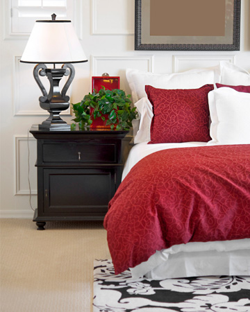 Red bedroom decor