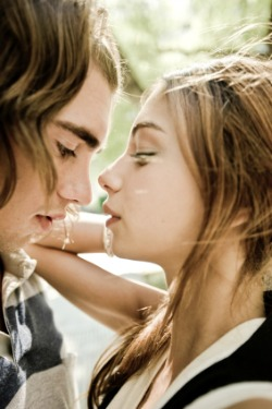 Headlines Profiles Hot Teen Kissing 19