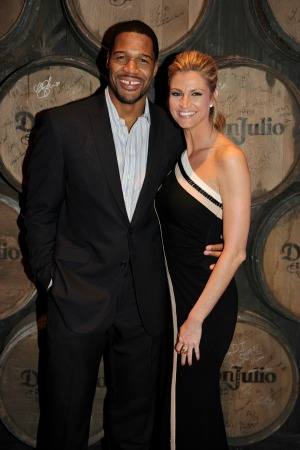 . Check out the hot event hosted by Michael Strahan and Erin Andrews