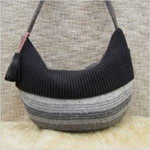 knit tasel bag