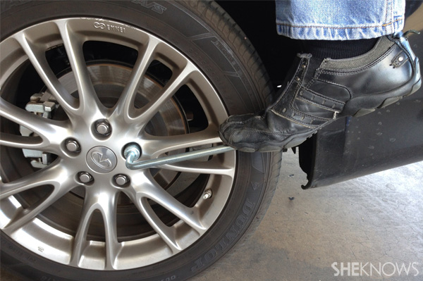 how to change spare tyre