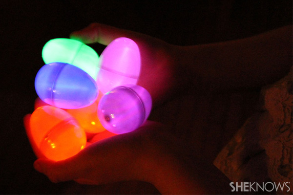 Glow in the dark eggs use black light