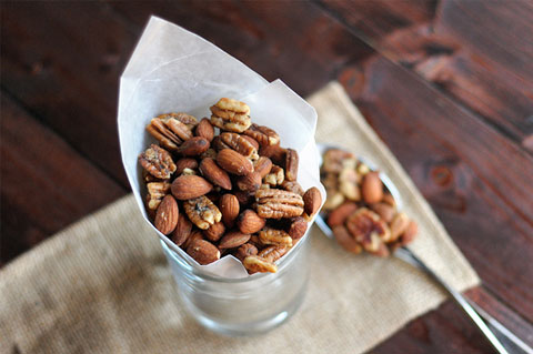spicy rosemary thyme bar nuts