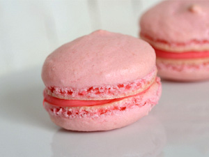 Pretty in pink macarons accent