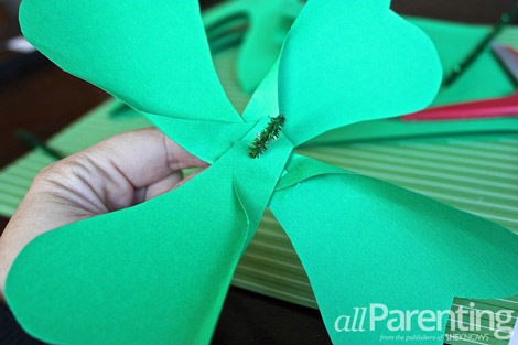 Shamrock pinwheel attaching the stem