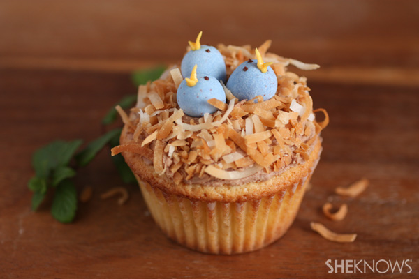 Birds nest cupcakes