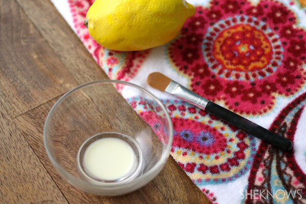 DIY Aspirin-lemon Juice Acne Paste