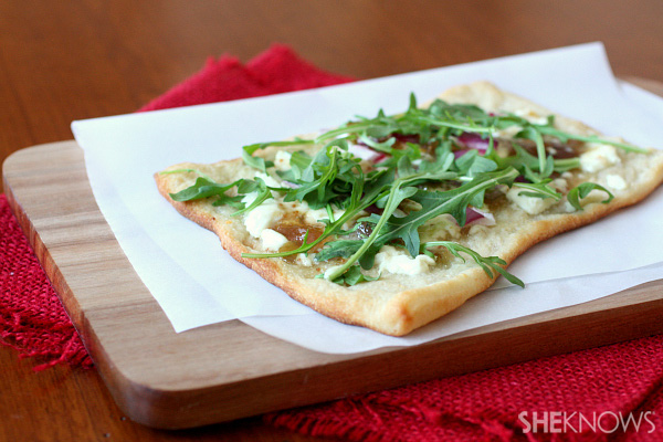 Fig jam, goat cheese and onion pizza