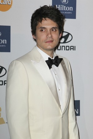 John Mayer is the man  in the middle