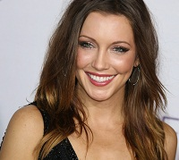 Katie Cassidy plays an independent woman
