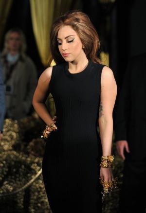 Lady Gaga has  hip surgery