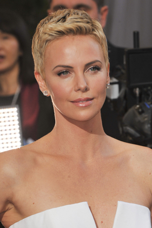Charlize Theron's makeup at the 2013 Oscars