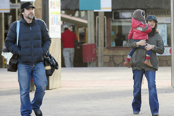 Pregnant Penelope Cruz, Javier Bardem and son Leo