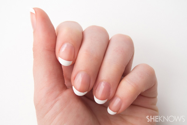 8 Step do-it-yourself French manicure: Final look