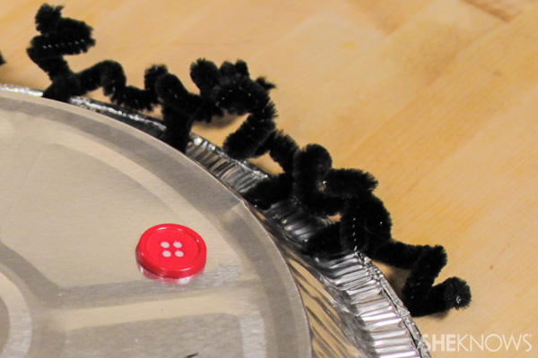 Pie tin robot - customize the hair