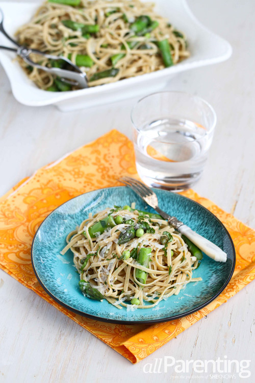 Pasta primavera with asparagus and spring peas
