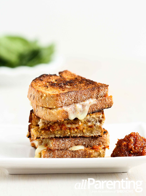 sandwich caramelized onions pesto and grilled mozzarella sandwich ...