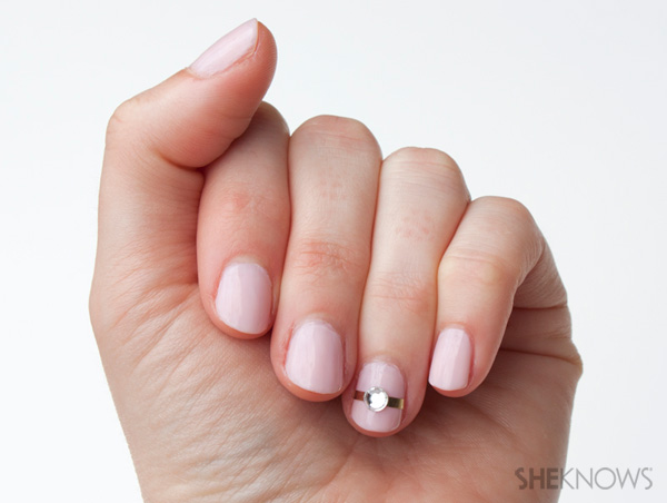 Nail art for your ring finger