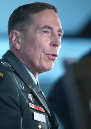 Petraeus apologizes  to ROTC
