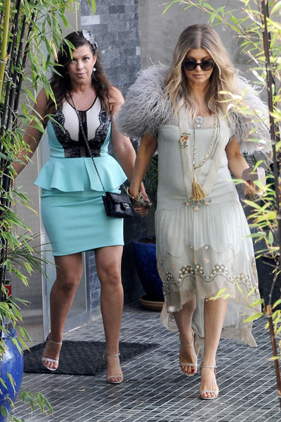 Pregnant Fergie and her sister