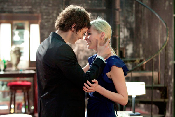 "Jim Sturgess as ""Adam"" and Kirsten Dunst as ""Eden"" in UPSIDE DOWN"