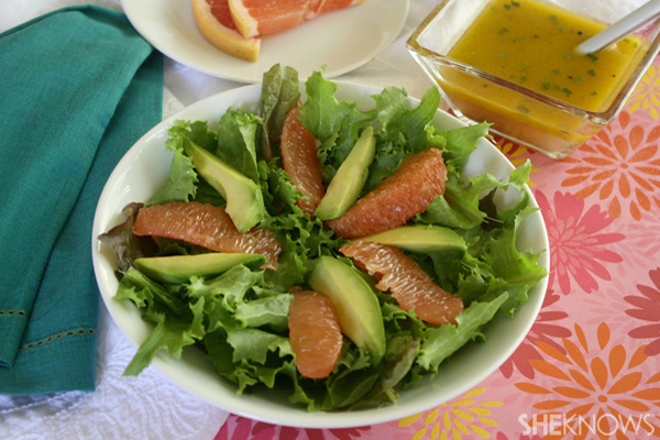 Avocado and grapefruit salad with vinaigrette