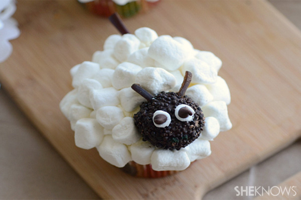 Cute_sheep_cupcakes