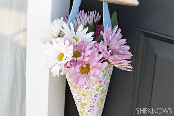 May Day crafts - Flower basket for door
