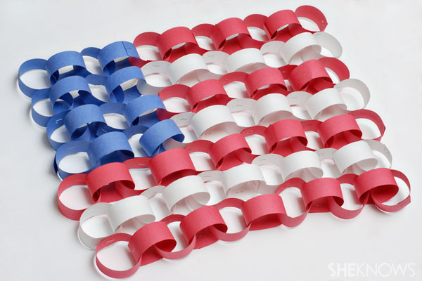 Paper Chain Flag ~ Flag Day activities for kids {Weekend Links} from HowToHomeschoolMyChild.com