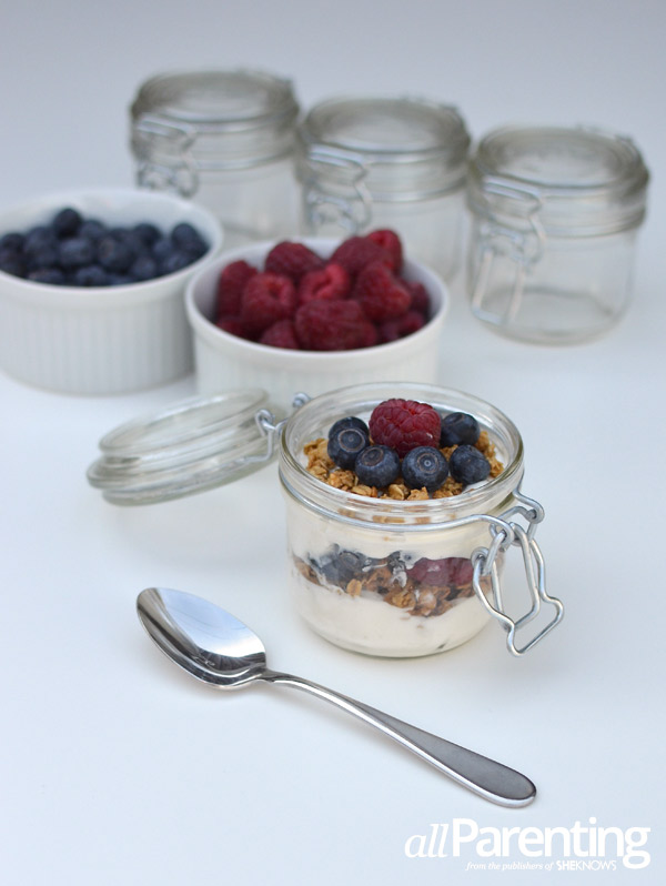 allParenting mason jar breakfast parfaits