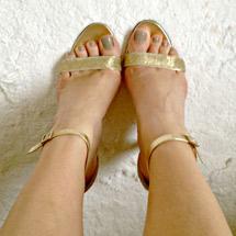 Katie Kavulla sexy shoes