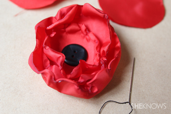 Make your own remembrance poppy to wear on Anzac Day