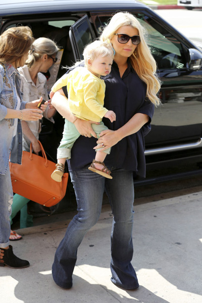 Pregnant Jessica Simpson and Maxwell