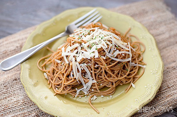 Spaghetti with lemony garlic brown butter sauce