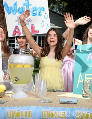 Lulu Cerone - Lemon-Aid stand