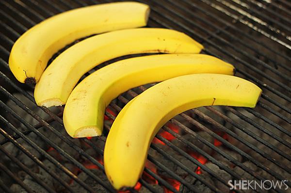 Grilled banana splits