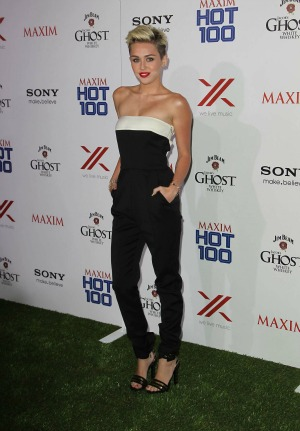 She wears it to Maxim's Hot 100 party