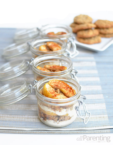 allPArenting Mason jar layered apple crumble cookie dessert