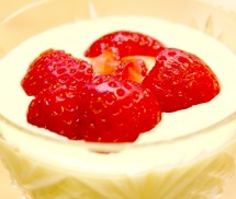 Sweet vanilla cream with strawberries