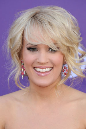 Carrie Underwood helps her home state