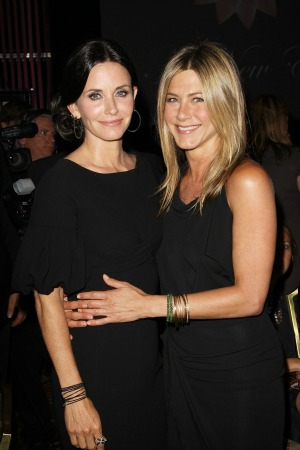 Courteney Cox and Jennifer Aniston stage a mini Friends reunion