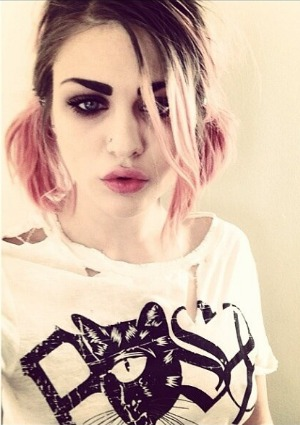 http://cdn.sheknows.com/articles/2013/05/frances-bean-cobain-twitter-war.jpg