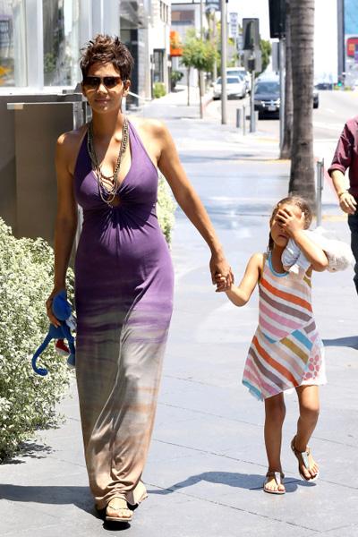 Pregnant Halle Berry