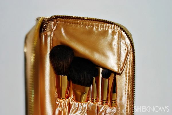 Use a travel case for brushes