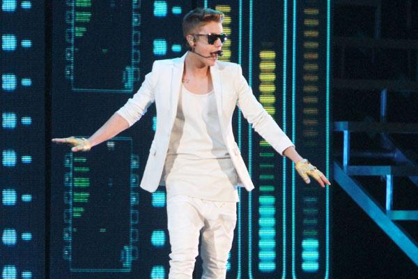 Pop star honours Muslim custom