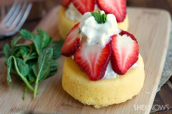Frozen strawberry shortcake with ice cream