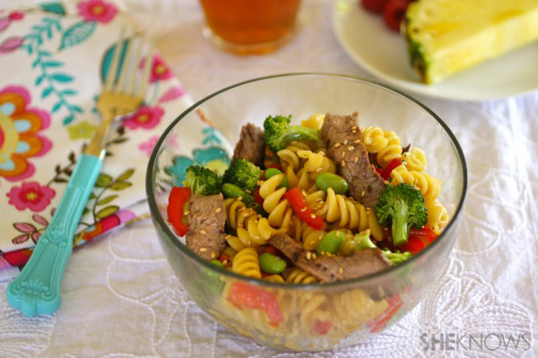 Teriyaki pasta salad with beef