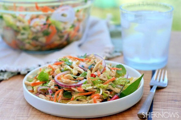 Vietnamese spicy chicken and cabbage salad (goi ga)