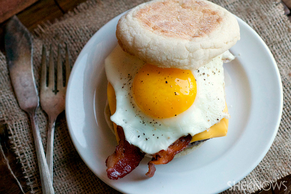 Breakfast burgers with bacon & fried eggs